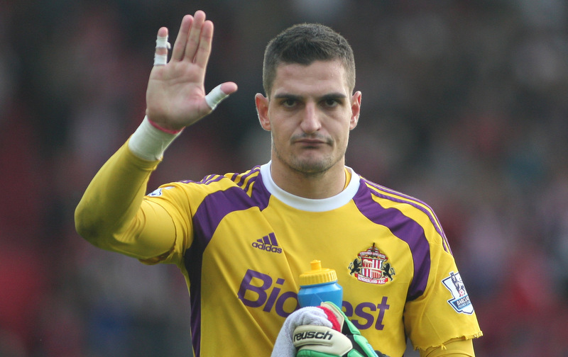 18 October 2014 - Barclays Premier League - Southampton v Sunderland - Sunderland goalkeeper Vito Mannone applauds the travelling fans after conceding 8 goals.Photo: Ryan Smyth/Offside