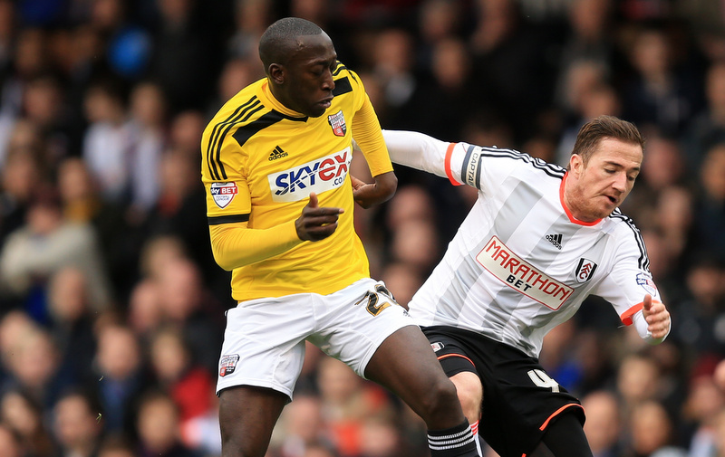 03 April 2015 - Sky Bet Championship - Fulham v Brentford - Ross McCormack of Fulham tangles with Toumani Diagouraga of Brentford - Photo: Marc Atkins / Offside.