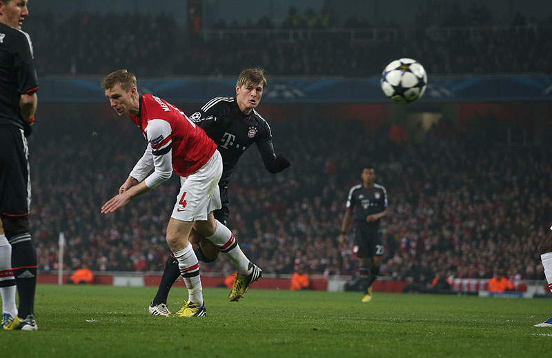 19 February 2013 - Champions League football - Arsenal v Bayern Munich. Toni Kroos scores the first goal for Bayern. Photo: Mark Leech