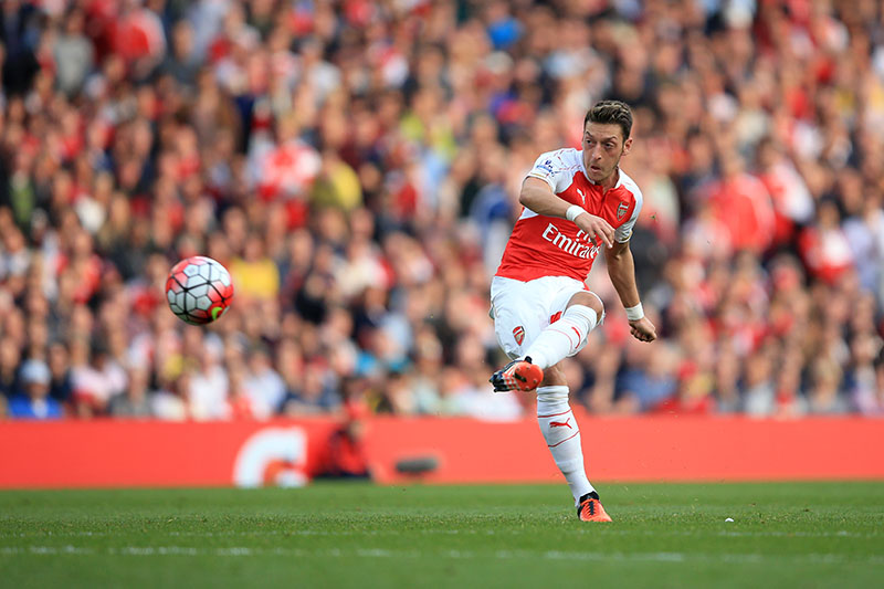 4 October 2015 - Barclays Premier League - Arsenal v Manchester United - Mesut Ozil of Arsenal takes a free kick - Photo: Marc Atkins / Offside.