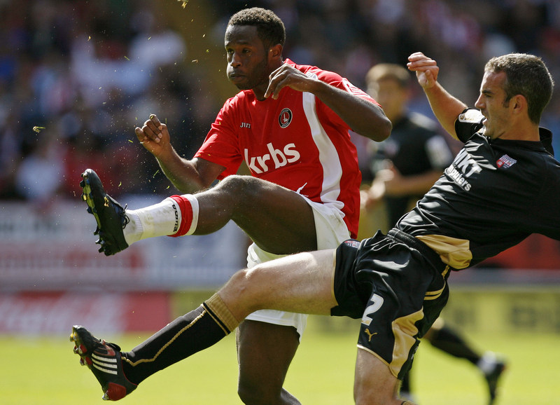 05/09/2009 - League One Football. Charlton Athletic v Brentford. Charlton's Jose Semedo (L) and Brentford's Kevin O'Connor. Photo: Glyn Thomas/Offside