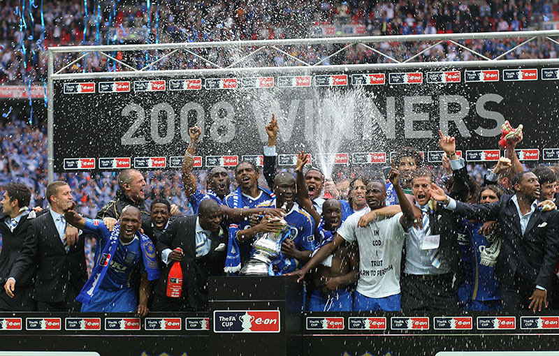 17/05/2008 FA Cup Final. Cardiff City v Portsmouth. Portsmouth celebrate with the cup. Photo: Mark Leech / Offside