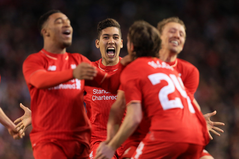Roberto Firmino of Liverpool celebrates victory with his teammates - Photo: Simon Stacpoole / Offside.