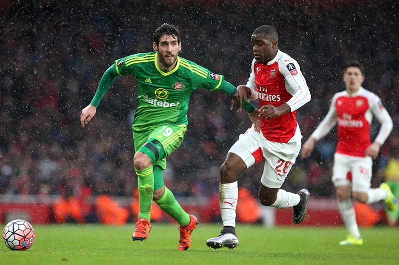 9 January 2016 - FA Cup Third Round - Arsenal v Sunderland Danny Graham of Sunderland and Joel Campbell of Arsenal battle for the ball Photo: Charlotte Wilson / Offside