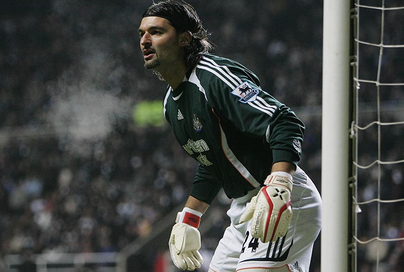 23/12/2006 FA Premiership Football - Newcastle United v Tottenham Hotspur. Newcastle Utd substitute goalkeeper Pavel Srnicek in action against Tottenham. Photo: Matt Roberts/Offside