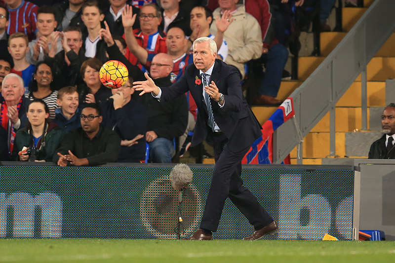 31 October 2015 - Barclays Premier League - Crystal Palace v Manchester United - Alan Pardew, Manager of Crystal Palace - Photo: Marc Atkins / Offside.