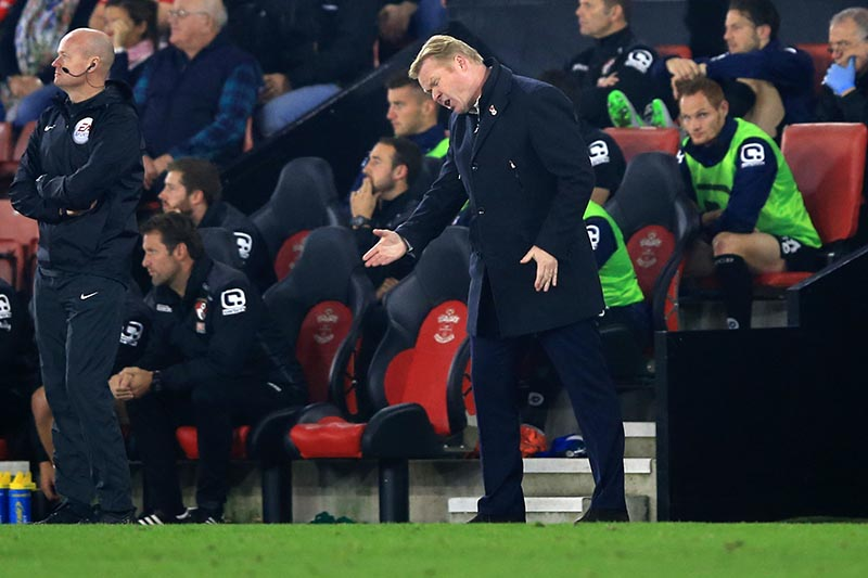 1 November 2015 - Barclays Premier League - Southampton v Bournemouth - Ronald Koeman, Manager of Southampton reacts to a misplaced pass during a poor 2nd half - Photo: Marc Atkins / Offside.