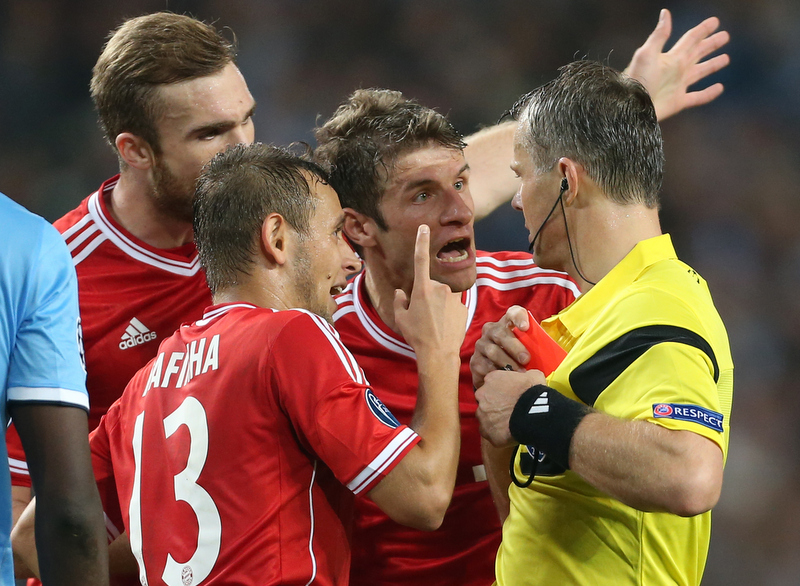 2nd October 2013 - UEFA Champions League (Group D) - Manchester City v Bayern Munich - Jan Kirchhoff of Bayern (L), Rafinha of Bayern (C) and Thomas Muller of Bayern (R) argue with referee Bjorn Kuipers after he showed the red card - Photo: Simon Stacpoole / Offside.