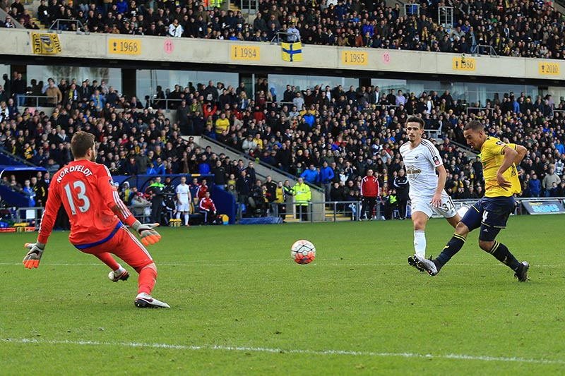 10 January 2016 - The Emirates FA Cup - 3rd Round - Oxford United v Swansea City - Kemar Roofe of Oxford United scores his 2nd goal - Photo: Marc Atkins / Offside.
