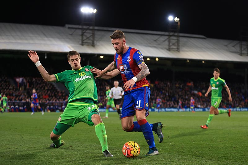 23 November 2015 - Barclays Premier League - Crystal Palace v Sunderland - Connor Wickham of Crystal Palace in action with Sebastian Coates of Sunderland - Photo: Marc Atkins / Offside.